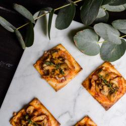 BBQ chicken &mushroom pizza